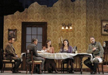 TWO WOMEN DINNER SCENE (425)